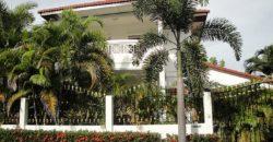 Дом, Южная Паттайя, 4 спальни, 2 этажа, 250 кв. м.